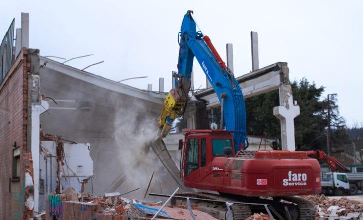 Demolizione negozio Decathlon Zola Predosa Bologna