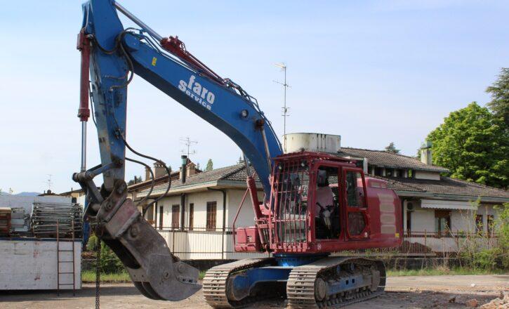 Bonifica e rimozione del manto di copertura in cemento amianto di un fabbricato e conseguente demolizione meccanica
